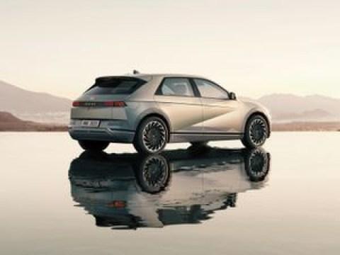 현대 Ioniq 5 vs. Mustang Mach-E, Tesla Model Y 및 VW ID 4 : EV 크로스 오버 비교