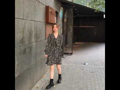 vvic韩国New Live 2021春秋新款法国复古黑点心情高腰修身V领长袖连衣裙VV24666962gz