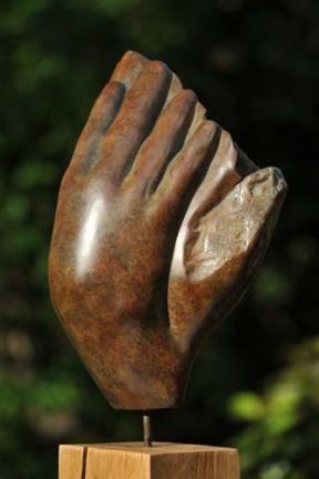 Main-Fleur en bronze de Dominique Rivaux