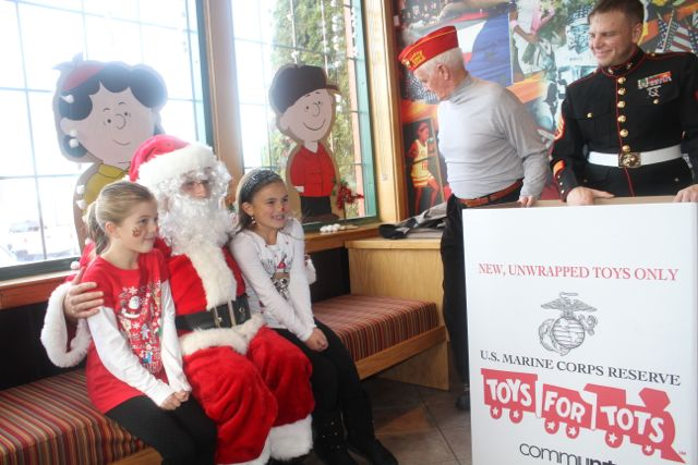 Santa Toys For Tots : Riverhead applebee s raises nearly for toys