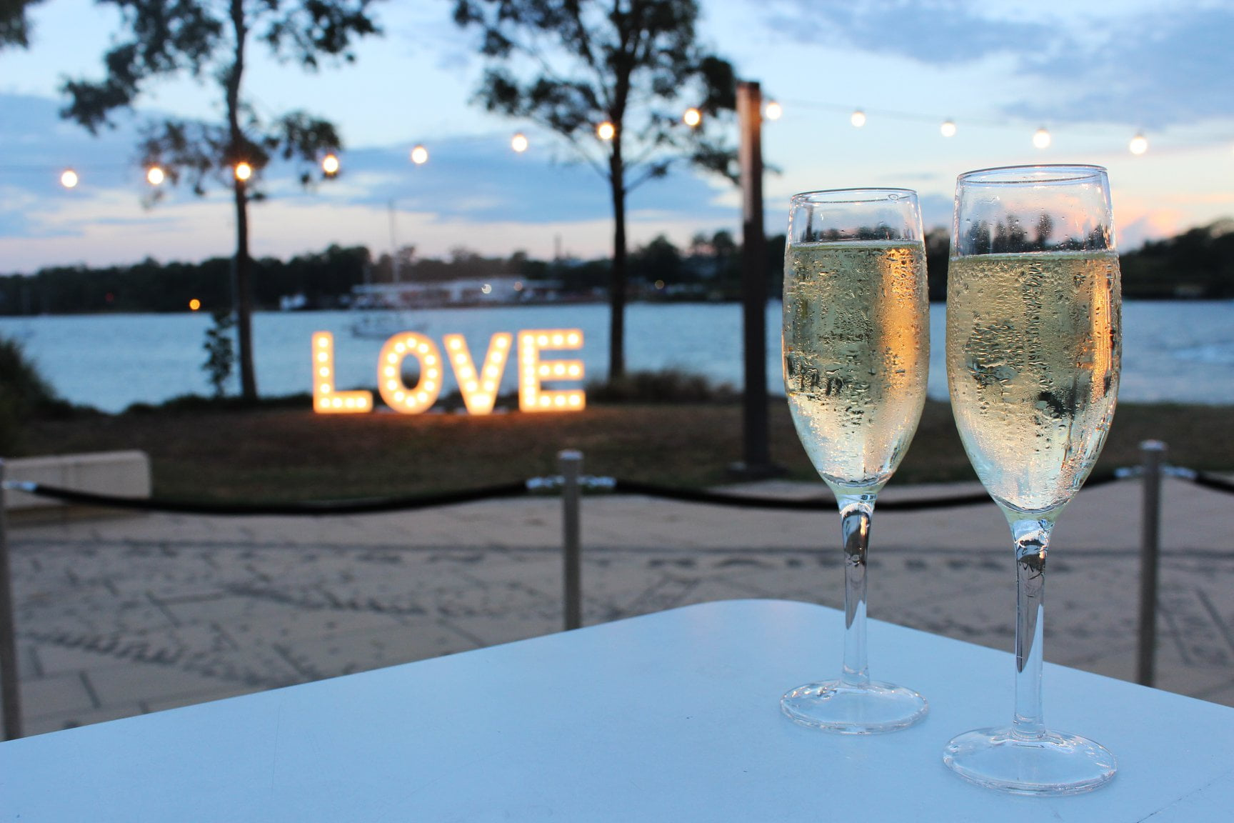 Champagne-along-the-brisbane-river