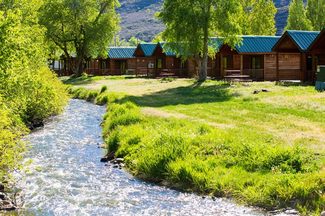 Canal cabins ext