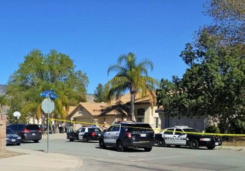 Deputies and investigators investigating this morning's shooting. Miguel Shannon photo