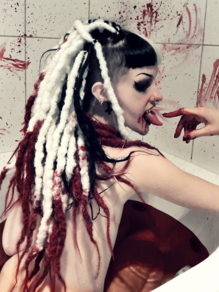 queen_of_the_damned_bloodbath_2_by_psychara-d7pnhfx