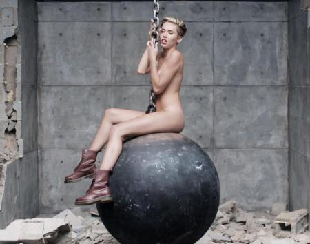 miley-cyrus-wrecking-ball-music-video