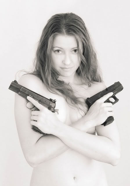 nude_and_sexy_girls_with_guns_8
