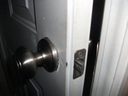 creepy_doorway_______by_mlynnium-d5gf675