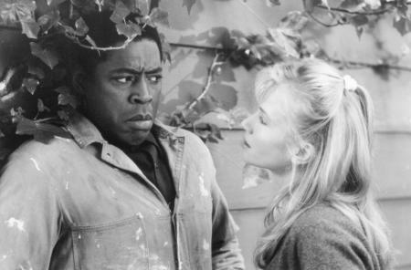 still-of-rebecca-de-mornay-and-ernie-hudson-in-the-hand-that-rocks-the-cradle-(1992)-large-picture