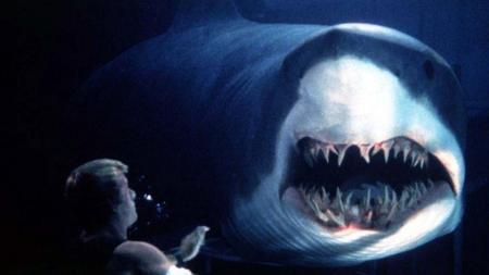 deep-blue-sea-shark-review (2)