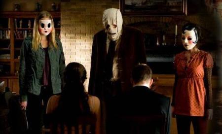the-strangers-horror-review (13)