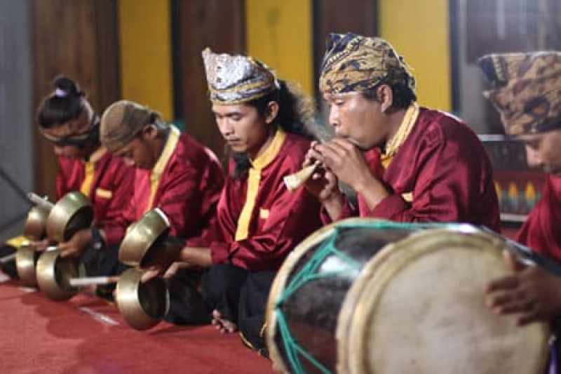 Musik pengiring tari kipas