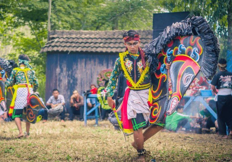 Tari tradisional kuda lumping Yogyakarta