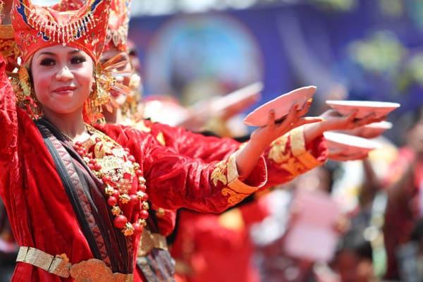 Piring menjadi ciri khas dari tarian Suku Minang