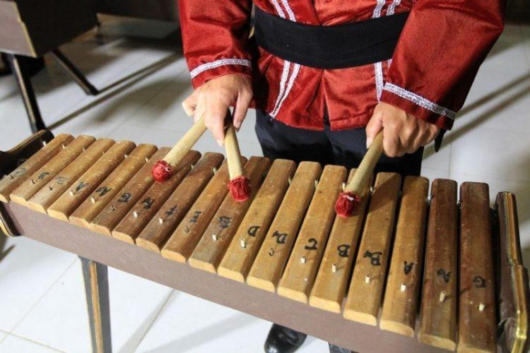 Gambar alat musik kolintang