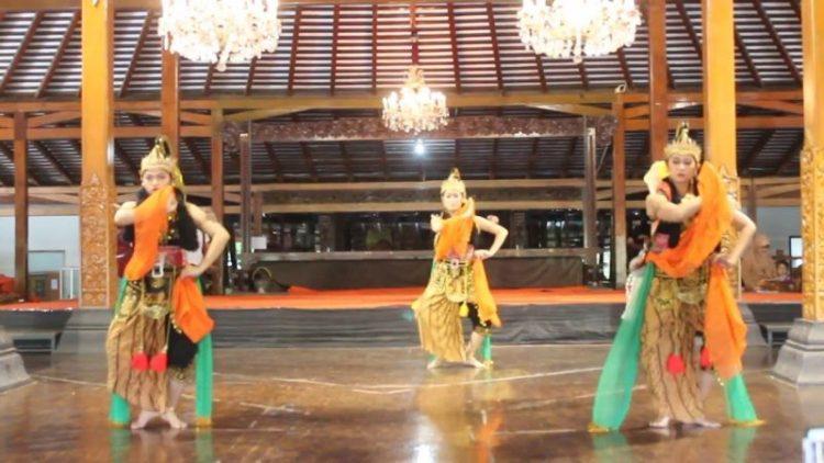 Gambar penari sedang melakukan gerakan