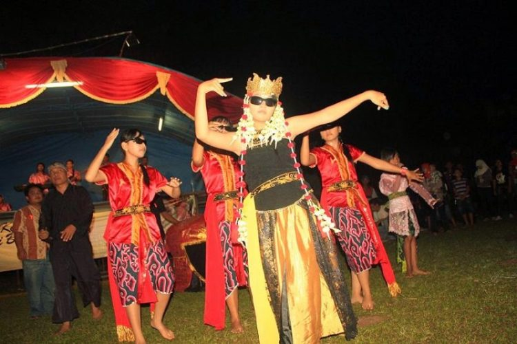 Gambar penari sintren dalam pertunjukan