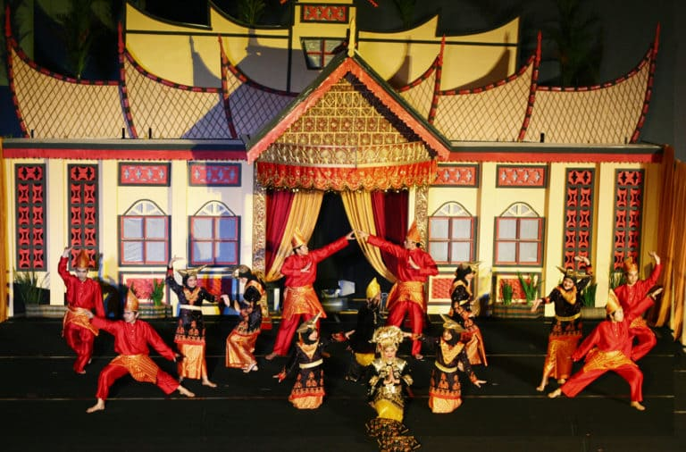 Tari Tradisional Randari dari Provinsi Sumatera Barat