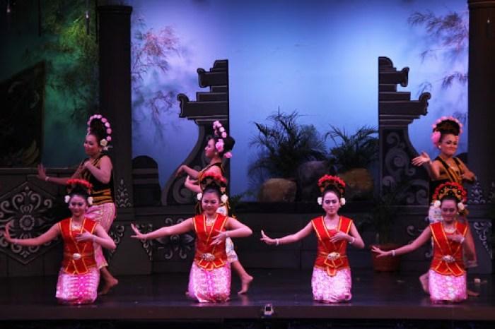 Gambar penari yapong wanita