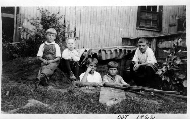 1922 Oct., Irish Row children