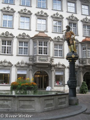 William Tell fountain, figure and column are copies of 1522 originals, the pool dates from 1632
