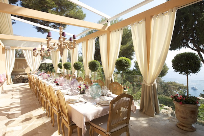 Outdoor dining at Villa Egerton