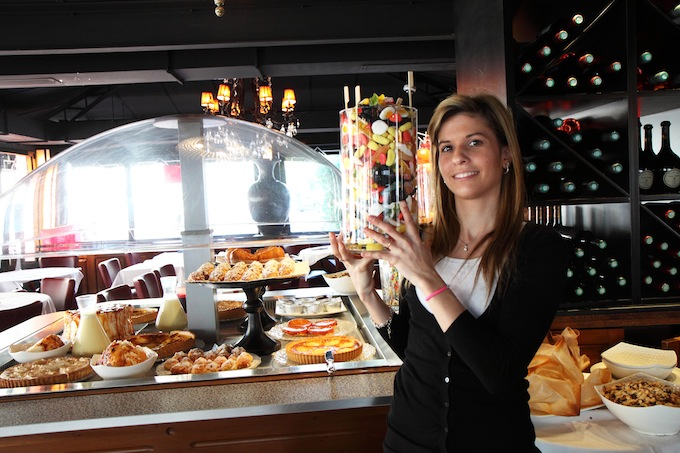Café Kanter in Antibes serves sweets to their guests after their meals