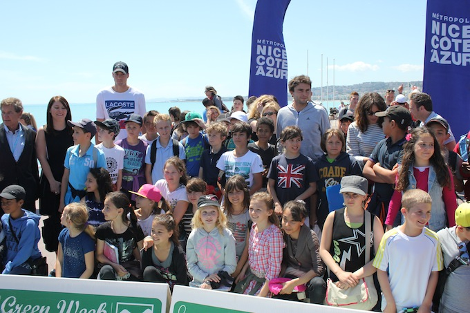 The schoolchildren with John Isner and Gilles Simon in Nice