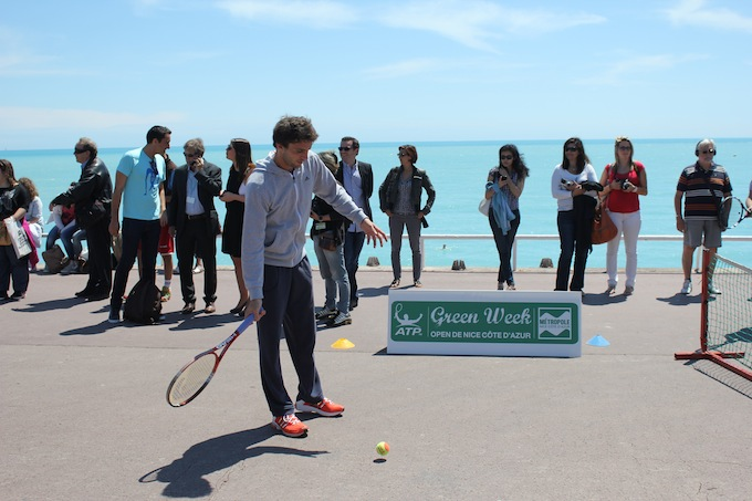 Gilles Simon in action on the Promenade des Anglais