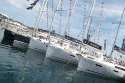 2-Cannes-Yacht-Show-2013-yacht-at-sea