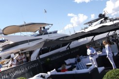 Cannes-Yacht-Show-2013-quayside