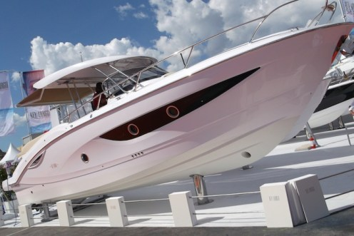 Cannes-Yacht-Show-2013-speedboat-mounted