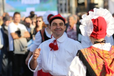 Traditional dancing at Promenade du Paillon opening
