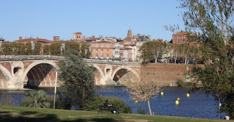 On the banks of the Garonne in Toulouse