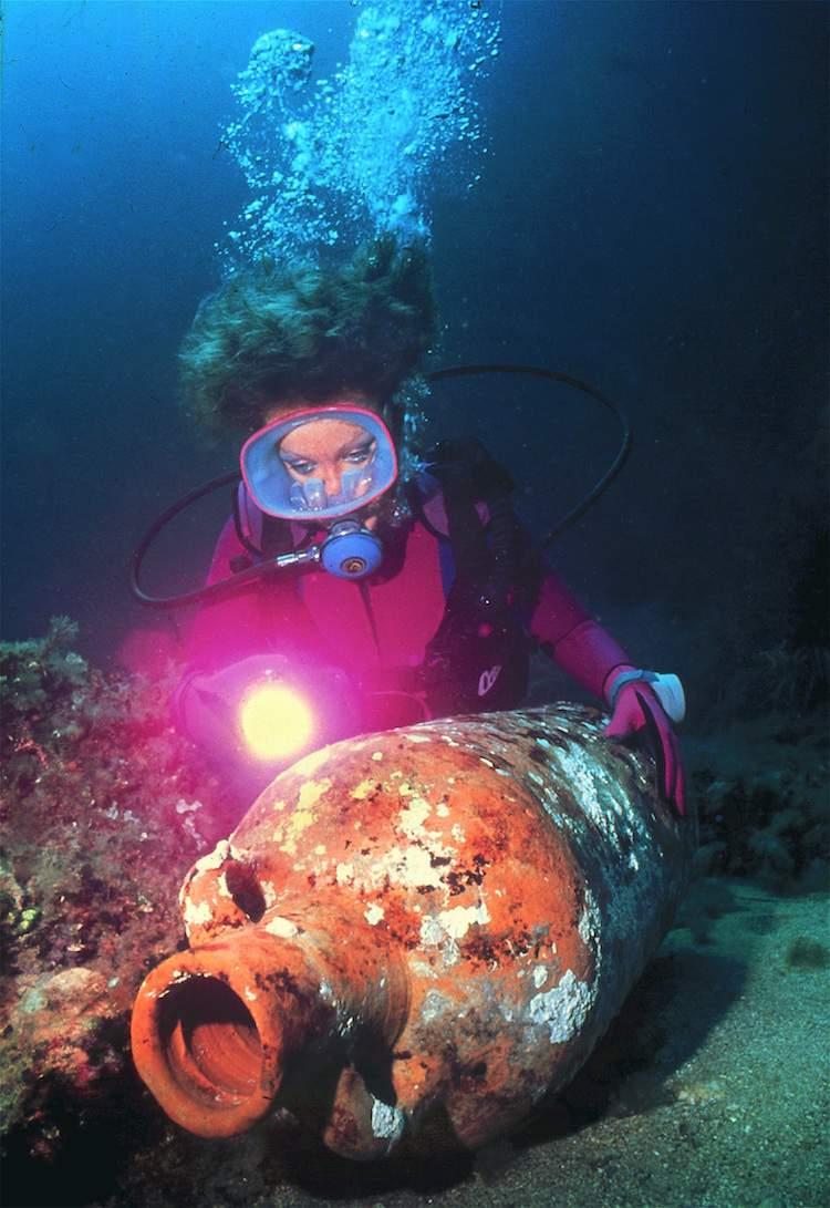 African amphore shipwreck