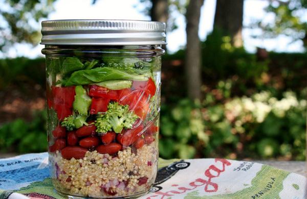 Ricette per picnic con i bambini ricetta insalata in barattolo