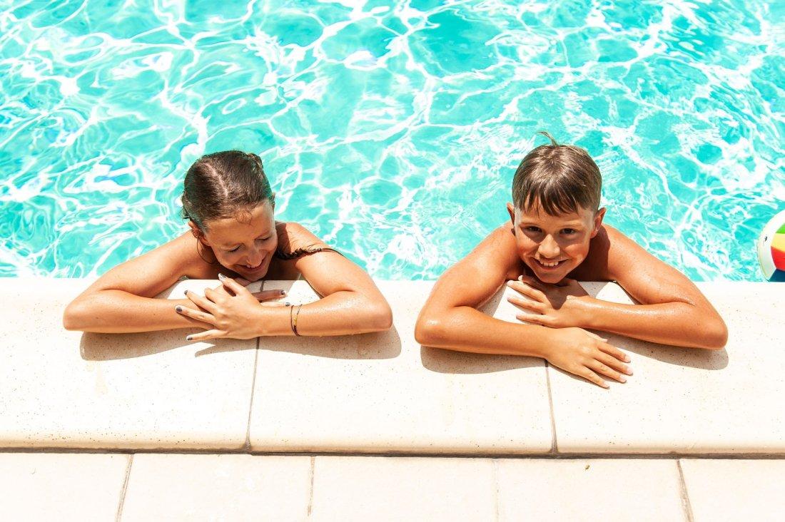 Bambini-piscina