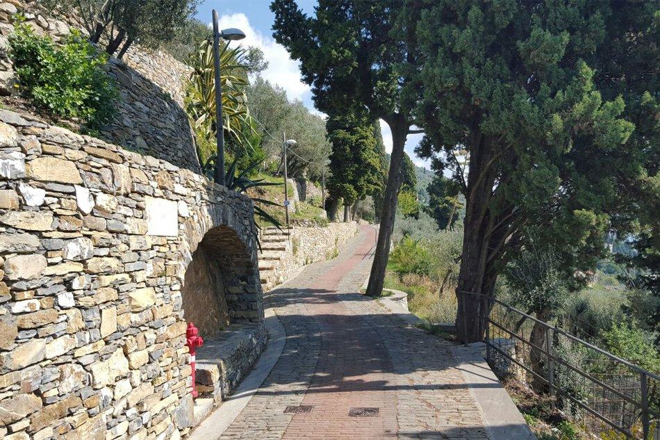 Passeggiata-a-Sant-Ilario-Genova-creuza-nel-verde