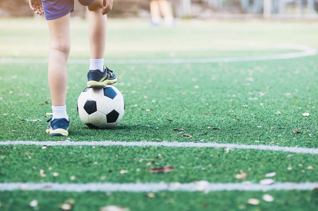 Sport-Bambino-a-calcio