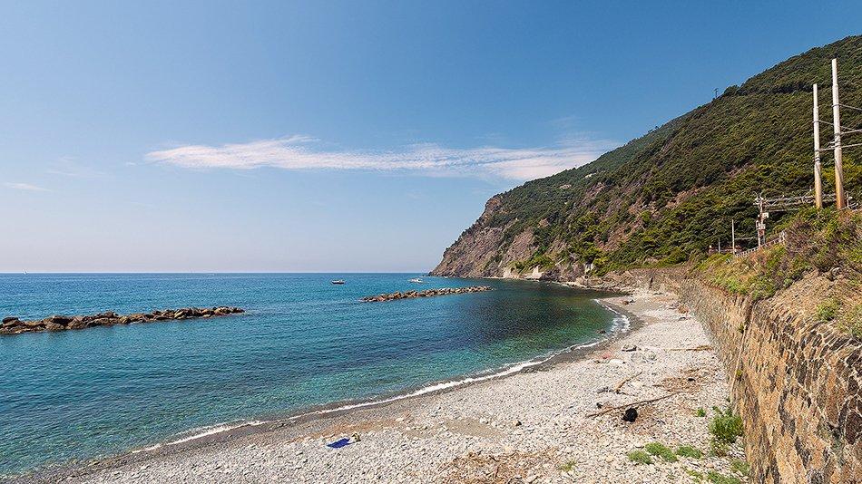 Framura_Spiaggia_dell_Arena_con_doppia_barriera_frangiflutti