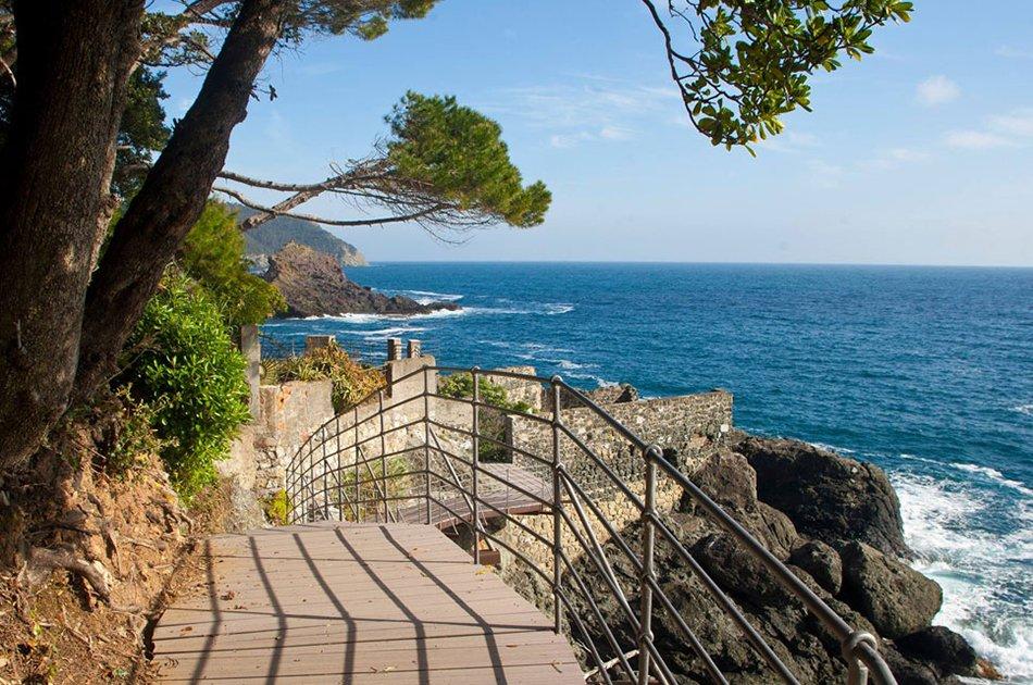 Framura_tratto_della_suggestiva_via_del_mare_che_collega_le_spiagge