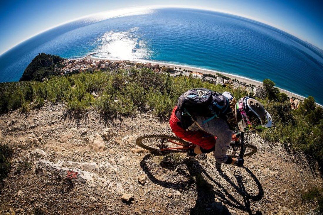 Finale Ligure gita sulle alture vista mare con la mountain bike
