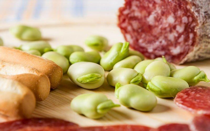 Primavera in Liguria con fave e salame