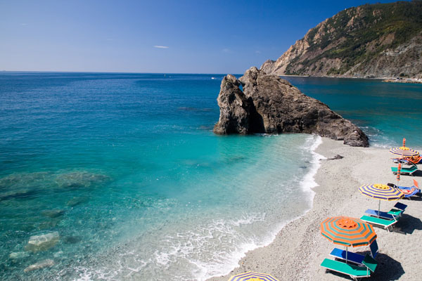 Monterosso spiaggia con mare cristallino