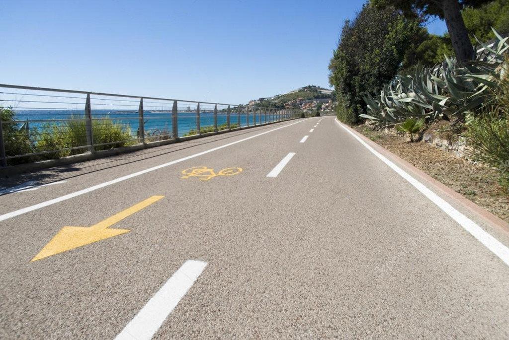 Sanremo pista ciclabile sul lungomare