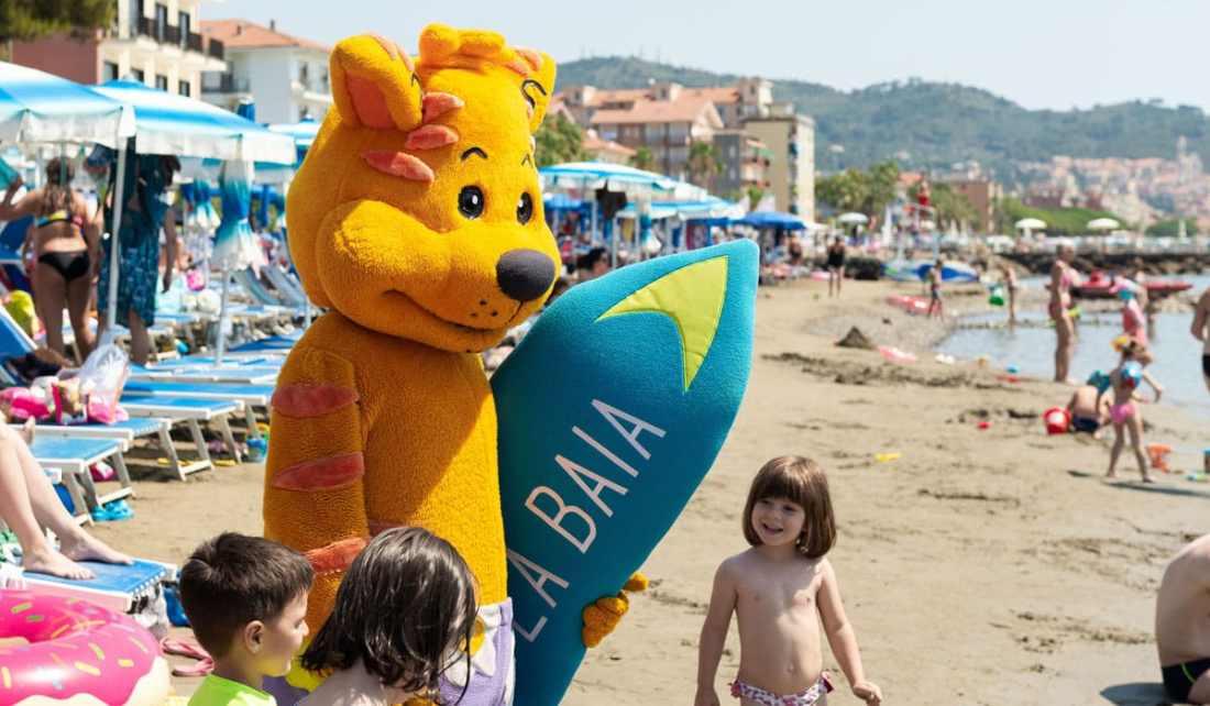 Jack Surfer la mascotte dell'Hotel la Baia