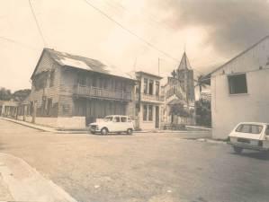 La place de l'église à Rivière-Salée