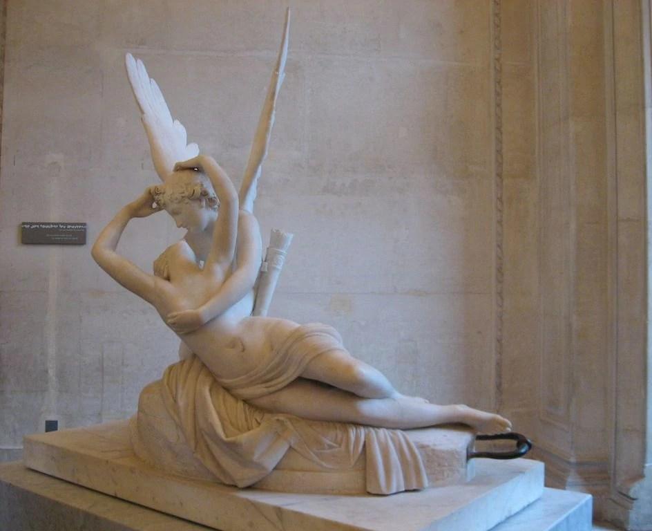 museo louvre statua
