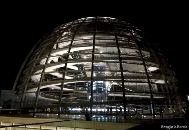 Cupola del Reichstag parlamento tedesco Berlino