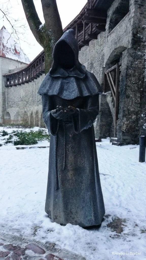 statue frati Tallinn