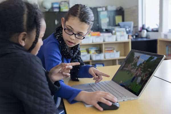 مايكروسوفت تطلق نسخة تجريبية من Minecraft: Education Edition النسخة الجديدة متاحة للمعلمين بشكل مجاني حتى سبتمبر القادم